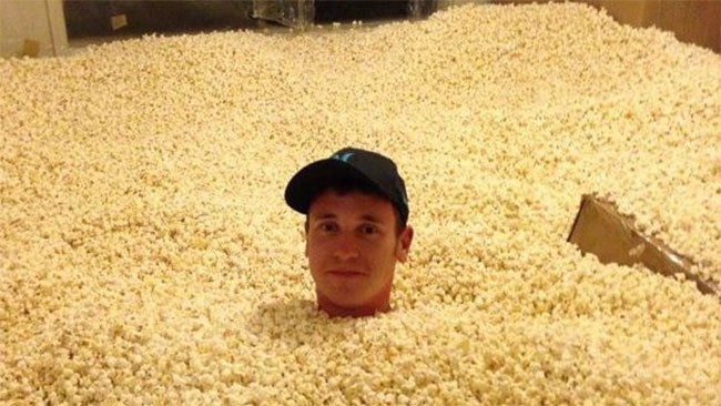 Hammarica Came Here To Eat Popcorn And Read The Comments